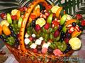 Изготовление праздничных фруктовых корзин с элементами карвинга