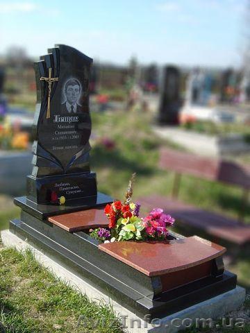 Памятник из цветного гранита Александров заказ памятника на кладбище Макарьево